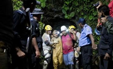 Rescatan a 22 de 26 mineros atrapados en Nicaragua