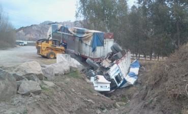 Chofer sorprendido se le fue el camión
