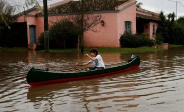 El intenso temporal dejó unos 1600 evacuados, rutas cortadas y un muerto