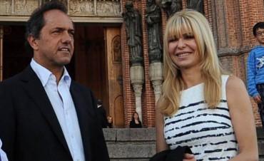 En medio de las inundaciones, Daniel Scioli viajó a Italia junto a su mujer