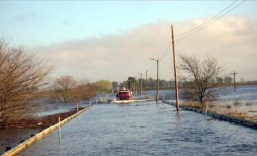 Rutas cortadas y el tren a Mar del Plata suspendido, por la crecida del río Salado