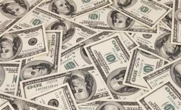 En la semana, el dólar cayó 14 centavos y cerró debajo de los $ 15