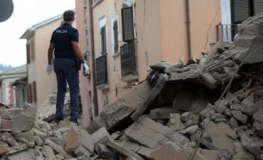 Suben a 38 los muertos por el terremoto de 6 grados que sacudió a Italia