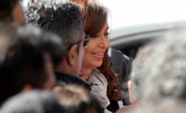 Fiscal pide indagar a Cristina y la prohibición de la salida del país por los