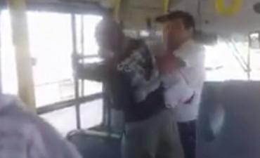 Un pasajero de colectivo fue agredido por el chofer en Córdoba