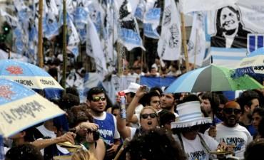 La Cámpora marcha contra el Gobierno en la Plaza de Mayo