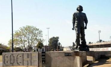 Juntan firmas para quitar la estatua del