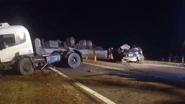 Cuatro muertos tras un choque entre dos camiones y un auto