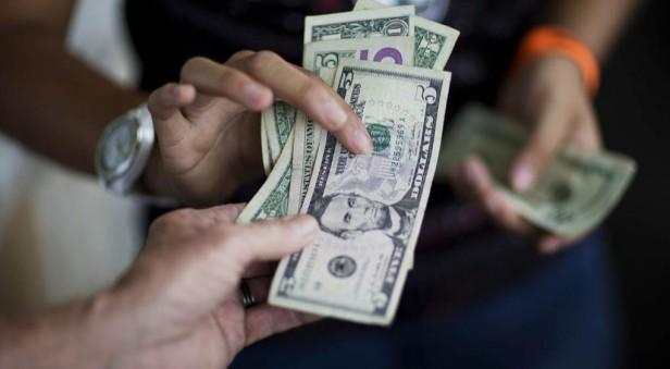 El dólar volvió a caer por segundo día consecutivo