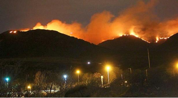 Incendio en Sierras Chicas complica el control por parte de los bomberos