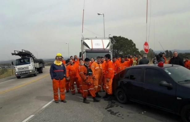 Bomberos logran contener el fuego y habilitan la autopista Córdoba-Carlos Paz