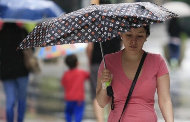 Rige una alerta por tormentas fuertes para centro del país