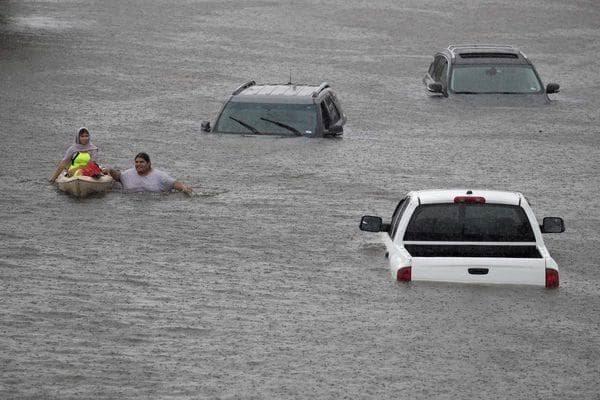Elevan a 8 la cifra de muertos por paso del huracán Harvey en Texas