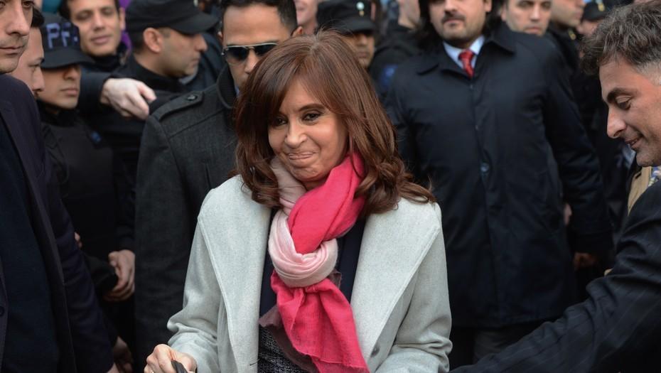 Las insólitas condiciones de Cristina Kirchner para aceptar que se avance con los allanamientos