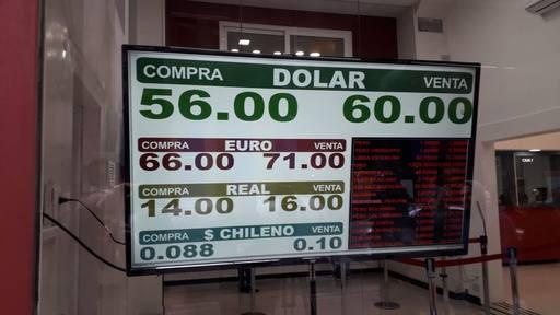 Brutal salto del dólar: 61 pesos en el Banco Nación