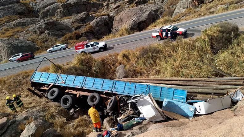 Volcó un camión tras perder el control en las Altas Cumbres