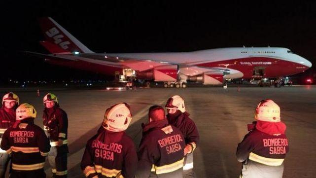 Arrasadas 700.000 hectáreas de bosques, avión cisterna combate incendios en Bolivia