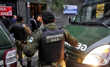 Ni la Gendarmería pudo detener la caída en u$s78 millones de las reservas del Central