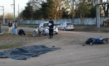 Choque fatal entre moto y camión