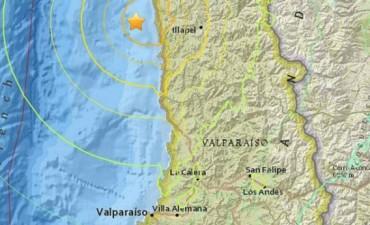 Un fuerte terremoto sacudió Chile y disparó una alerta de tsunami