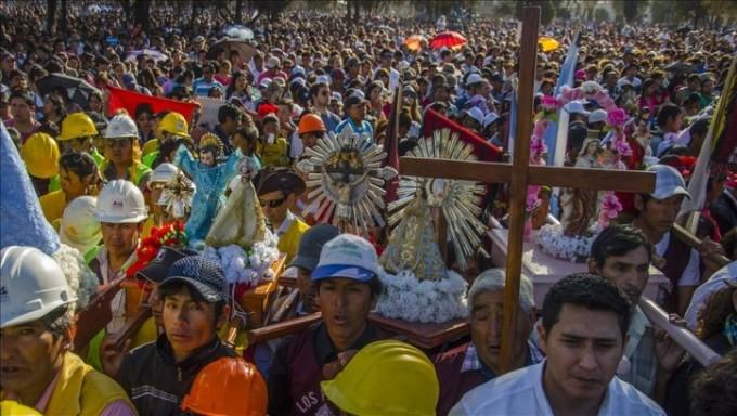 El Señor y la Virgen del Milagro unieron a miles de fieles en un nuevo acto de amor