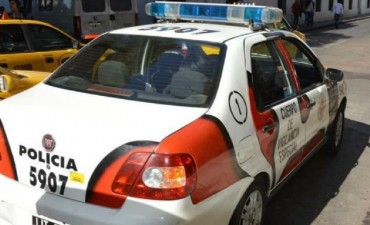 Vecinos atraparon a ladrón que robó elementos de un auto en Córdoba