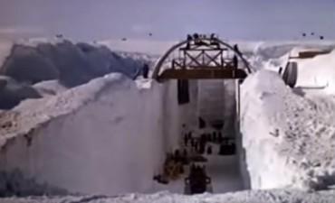 Bajó la nieve y descubrieron una base secreta de EE.UU. en Groenlandia