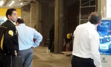Dos heridos al caer una pared en el Nuevocentro Shopping