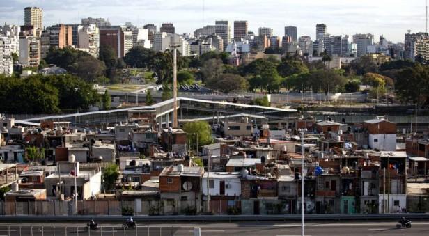La pobreza se reduce casi 2% según datos que publicará el Indec