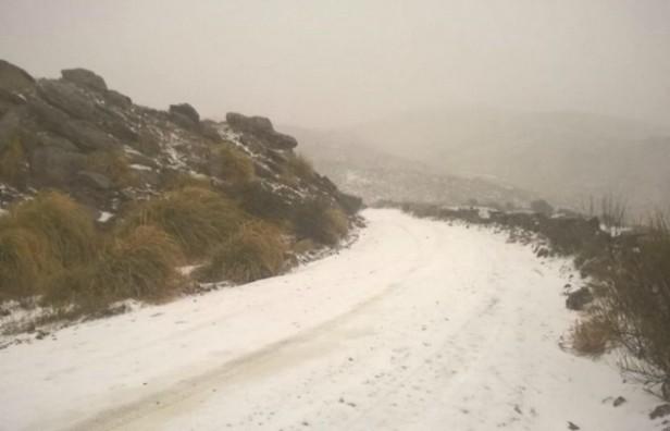 Dos personas quedaron atrapadas por la nieve y la lluvia en el cerro Champaquí