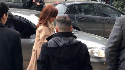 Cristina presentó un escrito ante Bonadio y se retiró de Comodoro Py