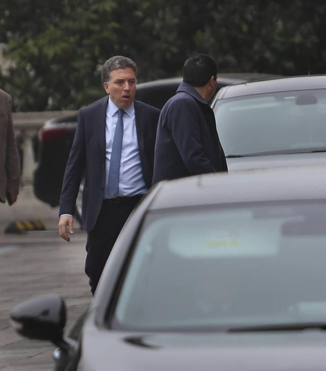 Dujovne viaja a Washington a pedir adelanto de fondos al FMI