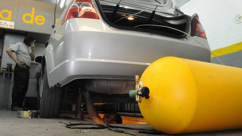 La instalación de equipos de GNC en autos ya es récord y hay faltante de insumos