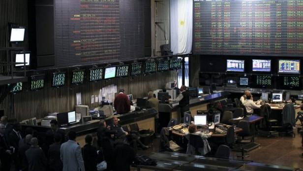 El Gobierno sacrificará bonos de los jubilados para detener al dólar