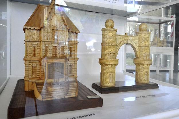 Las admirables miniaturas de Julio Santos