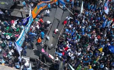 Se cayó una parte del palco en acto de la CGT Córdoba