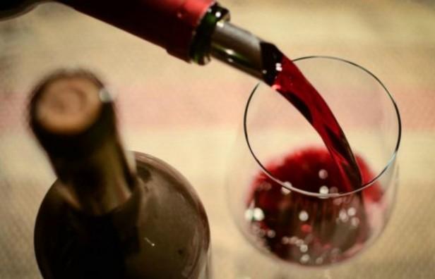 Prevén subas en impuestos para bebidas con alcohol