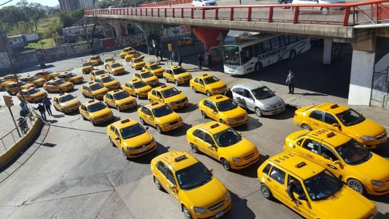 Taxistas marcharán este martes en la ciudad de Córdoba contra Uber