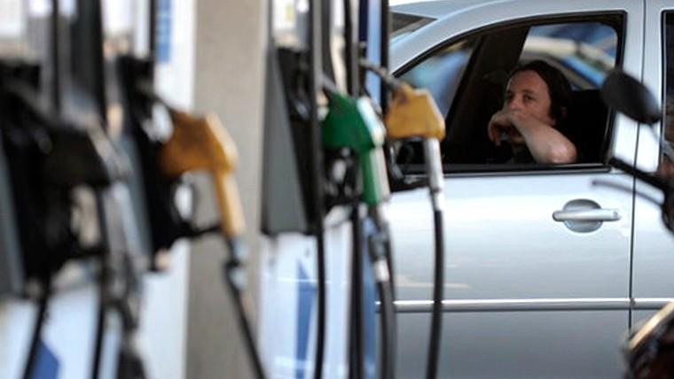Pese a la baja del dólar, los combustibles seguirán subiendo