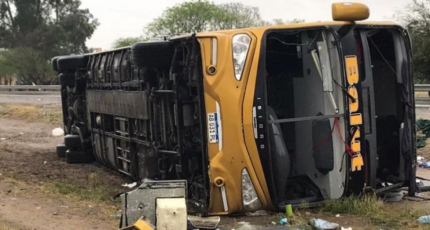 Tucumán: sube a tres la cifra de muertos por accidente de micro larga distancia