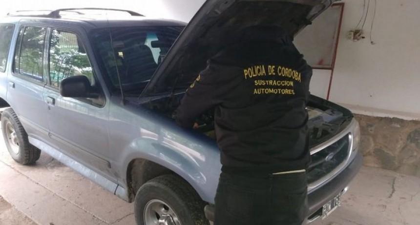 Investigan si la súper banda roba autos los sacaba del país