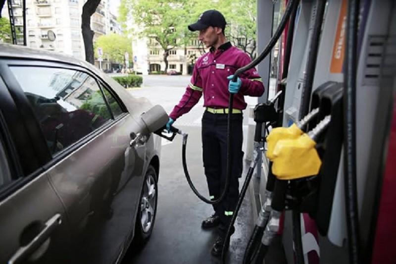 YPF subió el 3,5% sus combustibles. Hoy subirían las otras petroleras