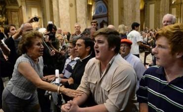 Un grupo de derecha interrumpió una misa interreligiosa en la Catedral