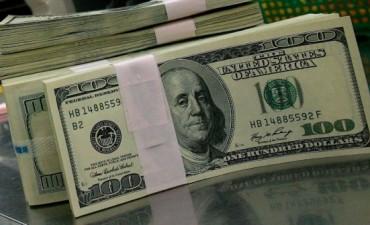 Noviembre cierra con alza del dólar oficial a $6,14 y caída del libre a 9,66 pesos