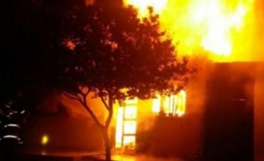 Río Tercero. Incendio arrasó una prefabricada en : dos muertos