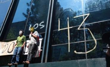 Hallaron quemados los cuerpos de los 43 estudiantes que habían desaparecido en México