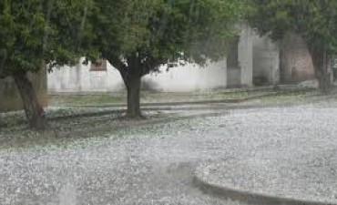 Llovió en Córdoba y cayó granizo en localidades del interior