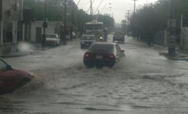 A las 07.hs.Llueve, no hay colectivos y mucho menos taxis y remis por miedo al granizo