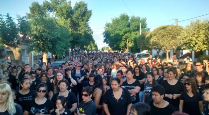 Marcharon en Pozo del Molle por el femicidio de Brenda Arnoletto