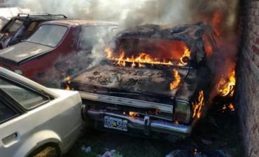 Cuatro autos se quemaron en un incendio en Río Cuarto